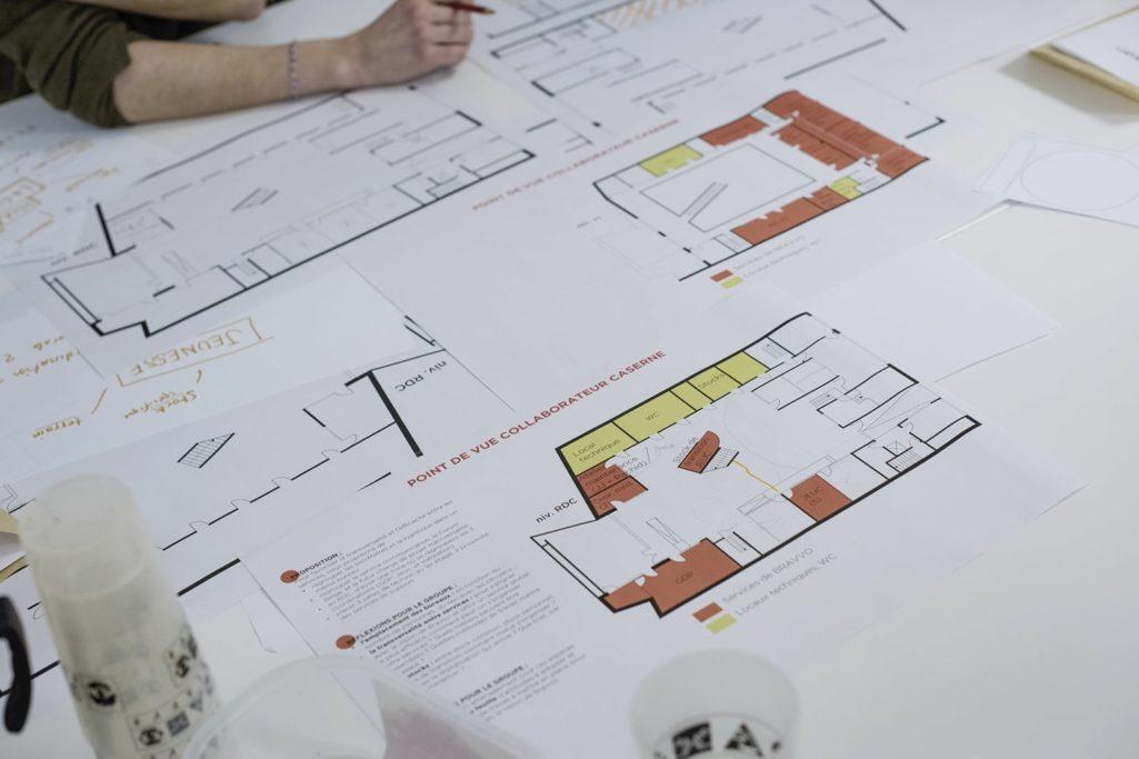 examen du plan des espaces de travail