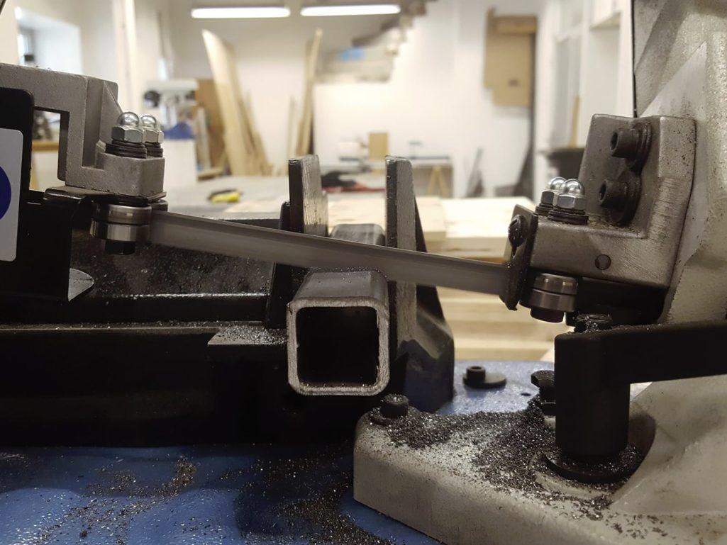 outil professionnel pour scier un tube carré