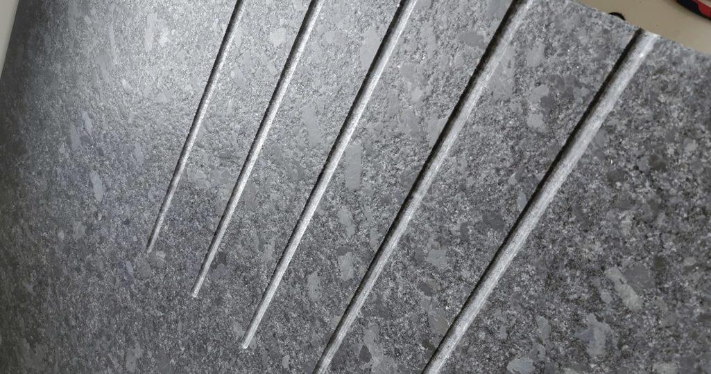 rainures égouttoir granit évier minimaliste